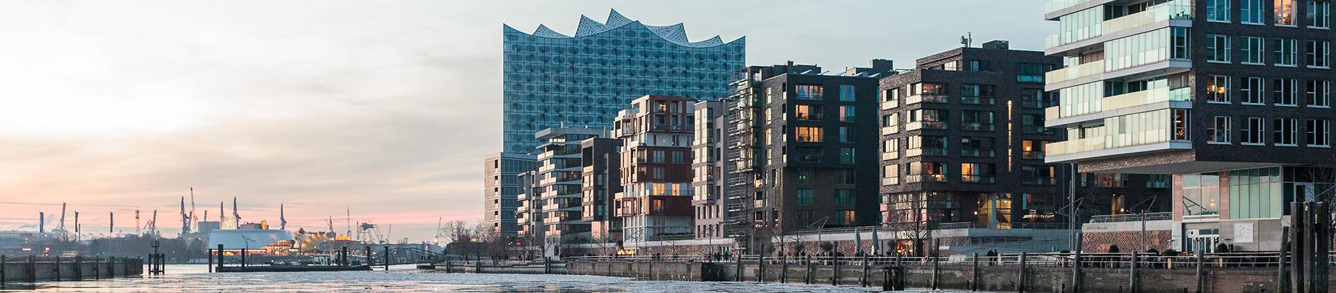 Hamburg, hier der Hafen –einen solchen gibt es in Ahrenburg nicht